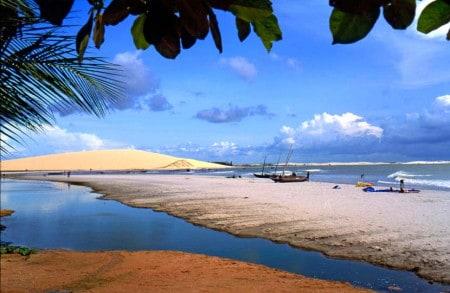 Praia em Jericoacoara, litoral do Ceará, Brasil