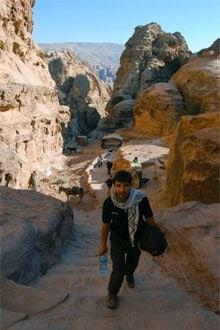 Alla scala di accesso al Monastero di Petra
