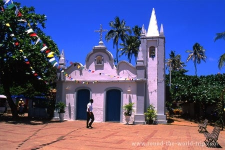 Igreja na praia do Forte