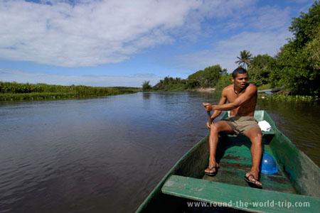 De barco pelos canais de Itaúnas, Espírito Santo