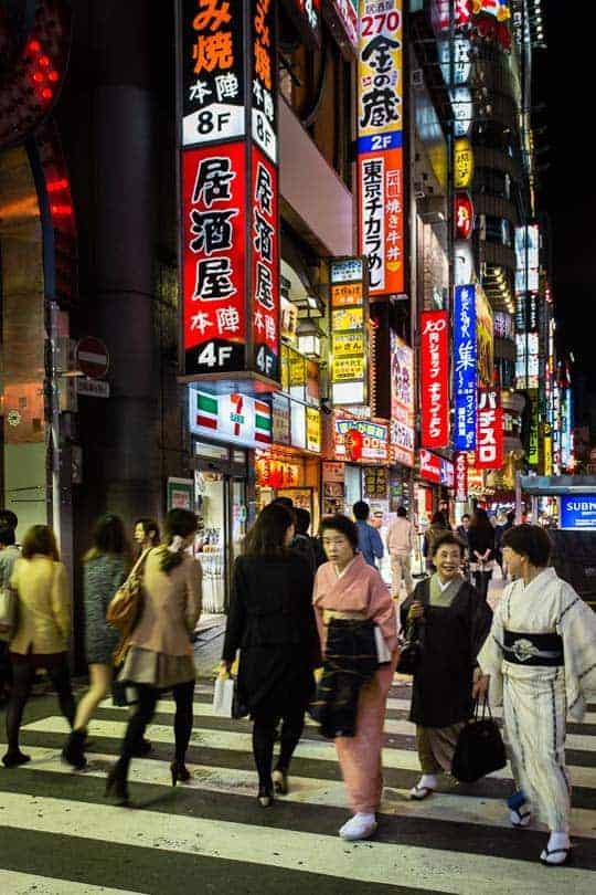 Shinjuku ao início da noite