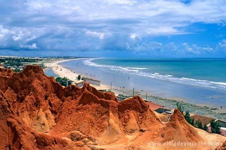 Falésias de Morro Branco com suas areias coloridas, Ceará