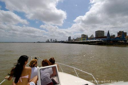 Mercado Ver-o-Peso visto da baía de Guajará