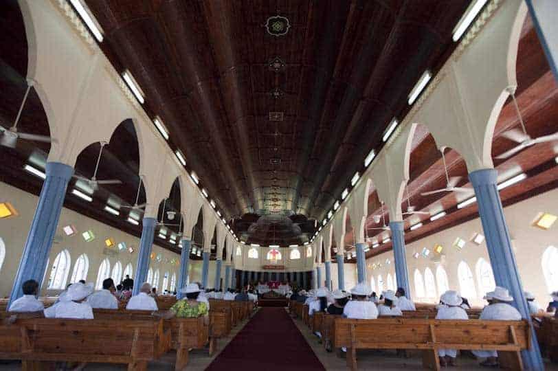 Nedjeljna misa u crkvi Lalomanu, otok Upolu