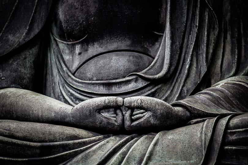 Estátua de Buda, na posição de meditação, no templo de Sensoji, em Asakusa, Tóquio