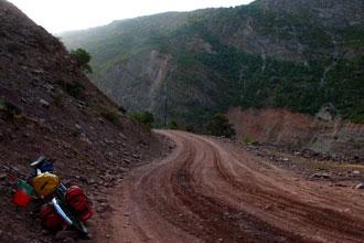 Estrada no Tajiquistão
