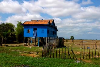 Casa de madeira no Camboja