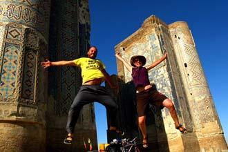 Um dos muitos saltos fotografados; no caso, no Usbequistão