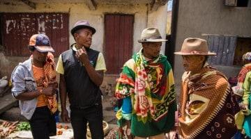 Homens em Betsileo, Madagáscar