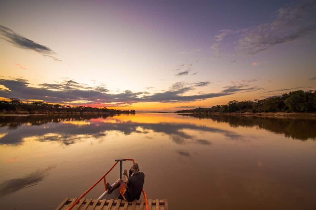 Pôr-so-sol no rio Tsiribihina