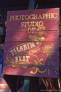 Letreiro publicitário em Pilgrim's Rest, África do Sul