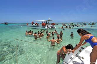 Maragogi: Turistas desembarcando nas Galés de Maragogi, Alagoas