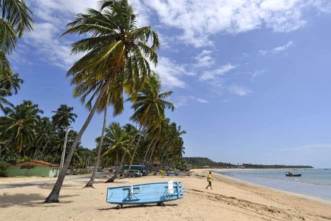 Pescador na praia de Japaratinga, Alagoas