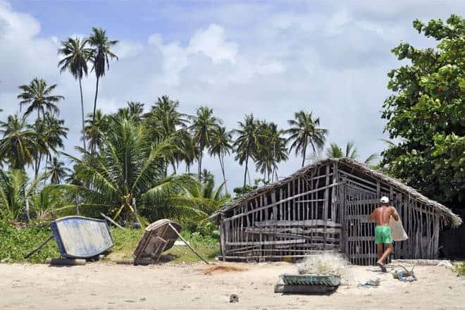 Pescador na praia do Toque, Alagoas