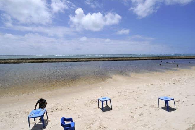Praias protegida por barreiras de coral em Alagoas