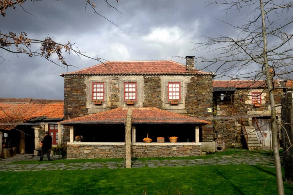 Casario na aldeia preservada de Quintandona, concelho de Penafiel