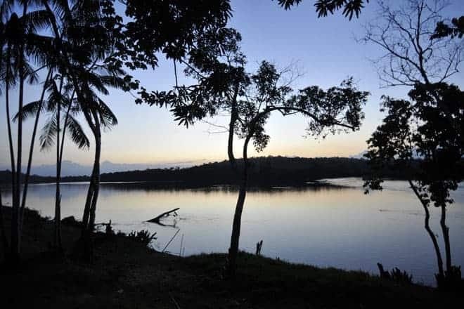 Cores de um entardecer na selva amazónica, Amapá