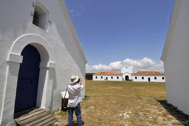 Turista na Fortaleza de São José de Macapá