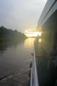 Um amanhecer a bordo do navio Santarém, durante a ligação fluvial entre Belém e Manaus