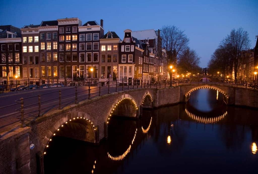 Pontes e canais de Amesterdão