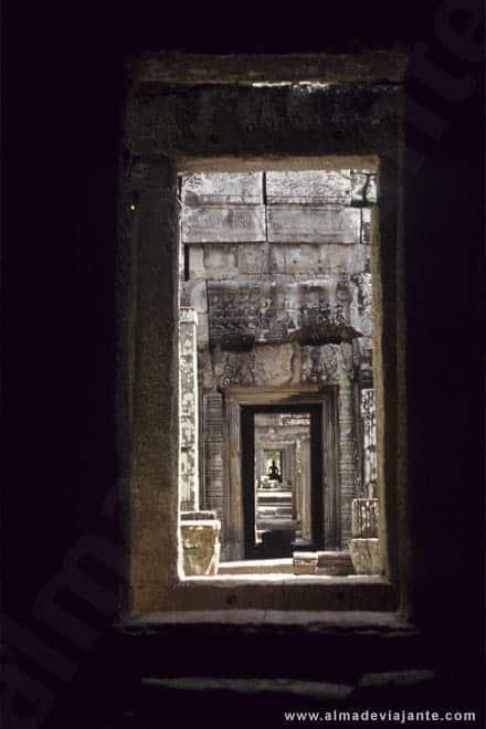 Pormenor no templo Bantea Srei, em Angkor