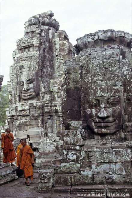 Monges no templo Bayon, Angkor
