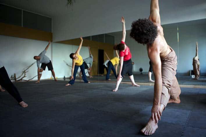 Aula de yoga com Luís Baptista, na escola Yoga sobre o Porto