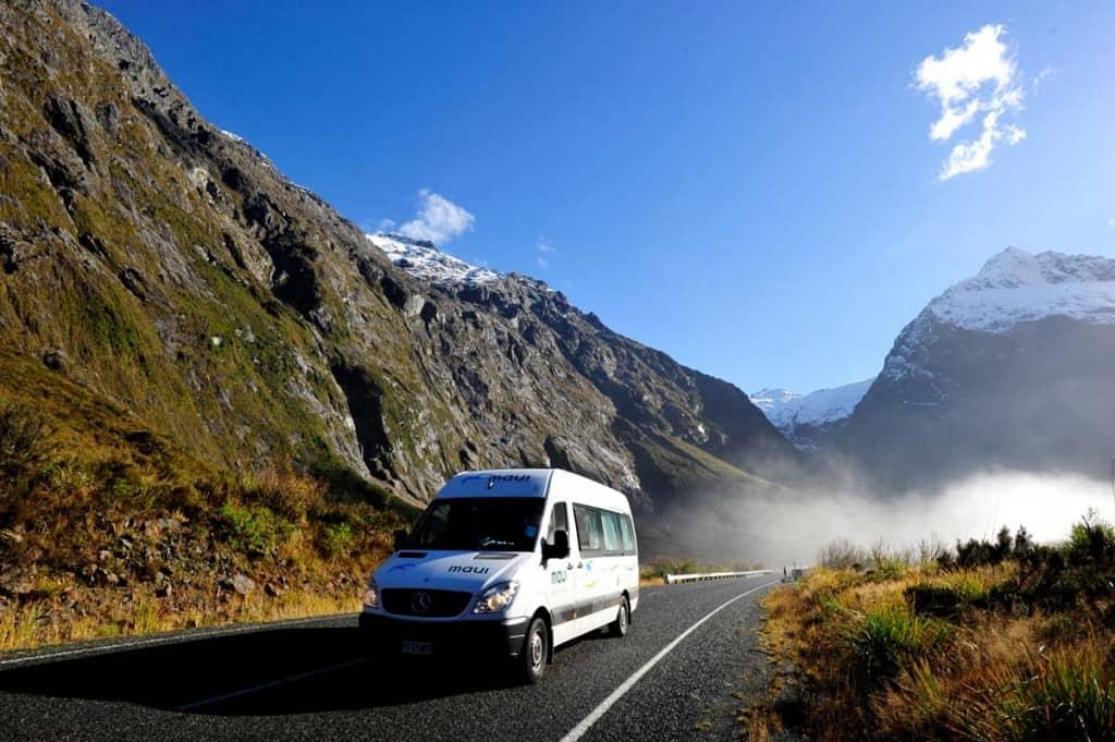Motorhome a caminho de Milford Sound