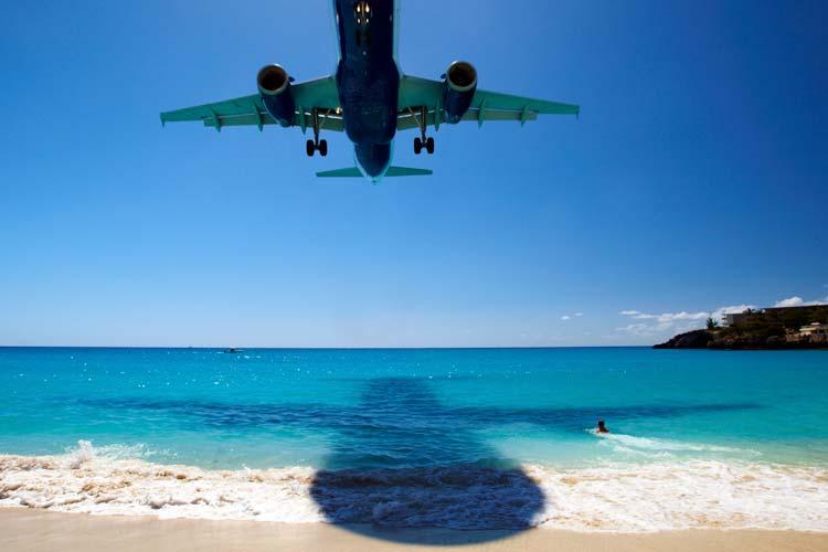 Avião a aterrar no Aeroporto Internacional Princesa Juliana, Saint Maarten