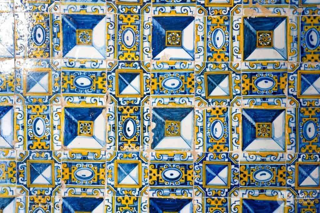 Azulejos ponta-de-diamante na Capela de Santa Iria