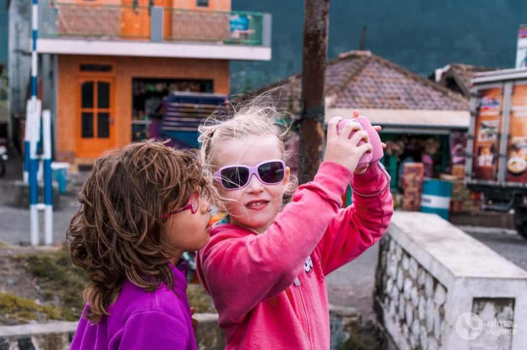 Crianças em Cemoro Lawang