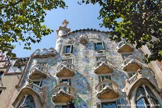 Fachada da Casa Batlló, Barcelona, uma das mais extraordinárias obras de Antoni Gaudí