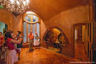 A excentricidade de Gaudí bem patente numa sala da Casa Battló, Barcelona