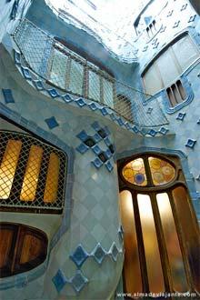 Espaço aberto no interior do complexo habitacional Battló, Barcelona