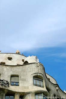 Viagema Barcelona: Delírio criativo de Gaudí no terraço da Casa Milá, Barcelona
