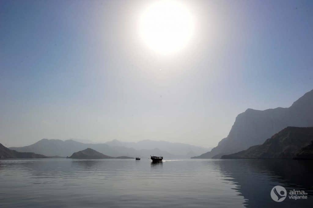 Passeio de barco dhow nos fiordes de Khor Sham
