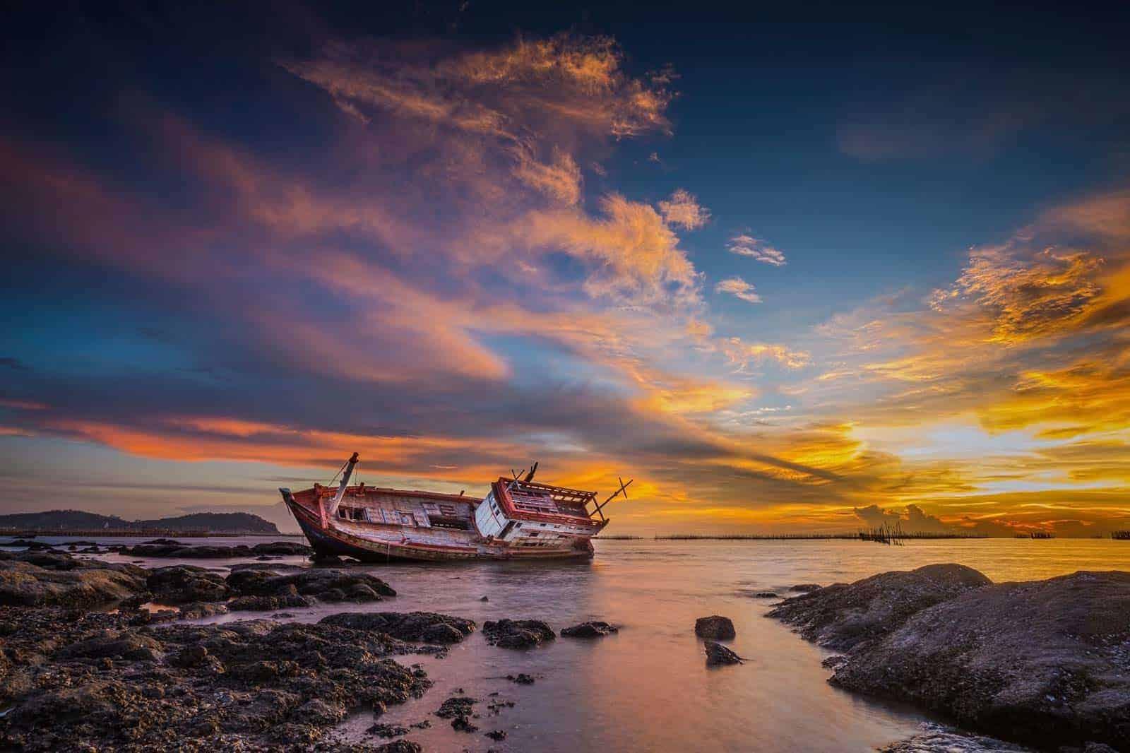 Barco encalhado em Trinidad e Tobago