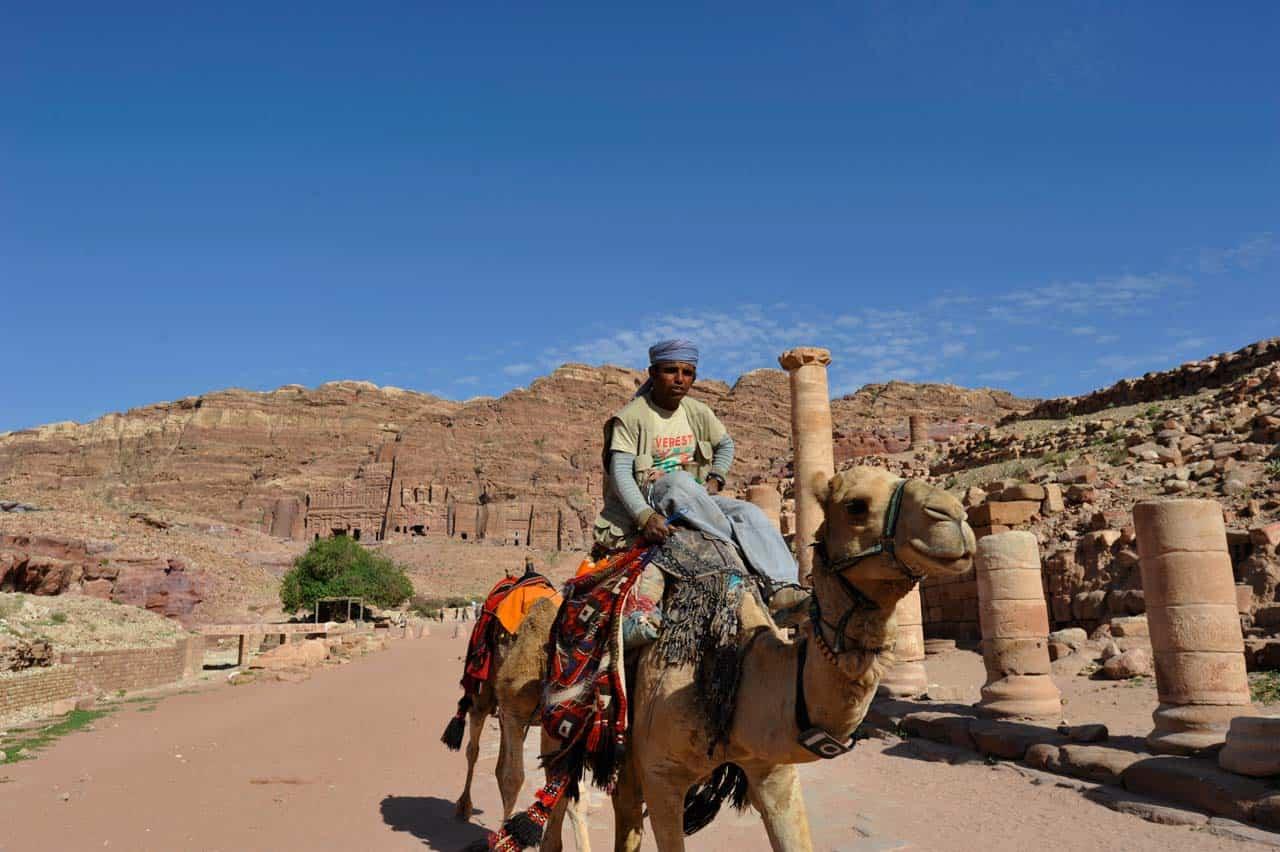 Beduíno na Avenida das Colunas, Petra