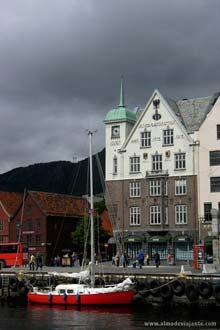 Vagen, o cais central de Bergen, Noruega