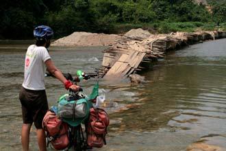 Atravessar um rio de bicicleta
