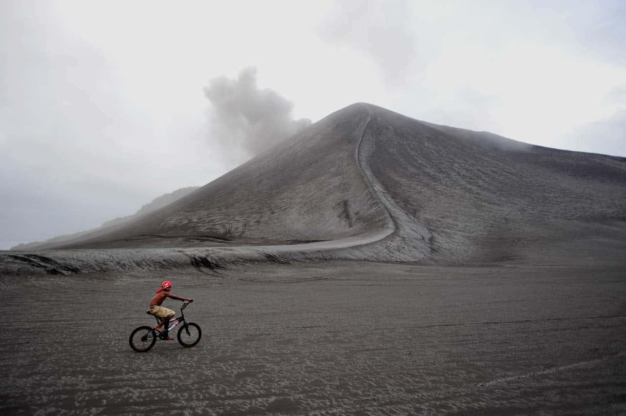 Yasur, Tanna, sopka Yasur na bicykli