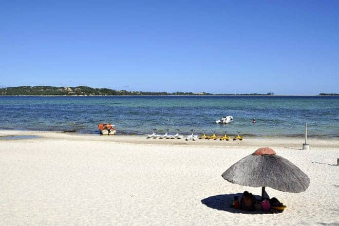 Desportos aquáticos à disposição dos turistas na praia do Bilene