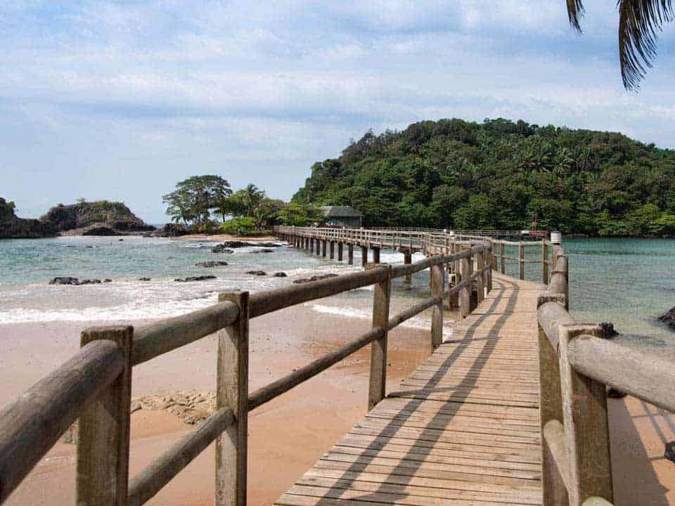 Ponte que liga o Bom Bom Island Resort ao ilhéu Bom Bom