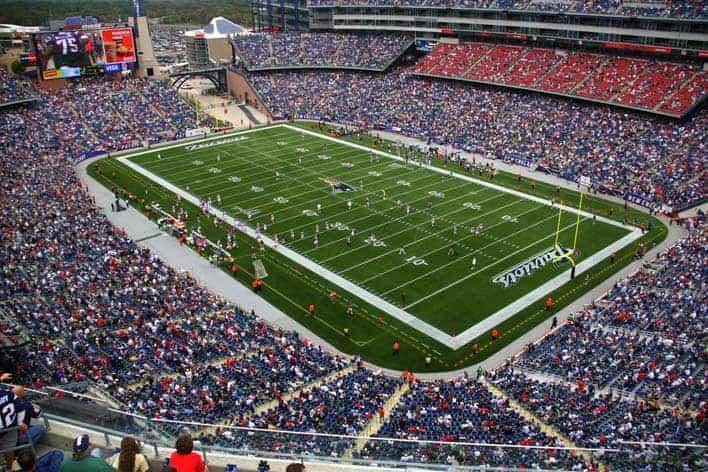 Jogo de futebol americano no Gillete Stadium, casa dos New England Patriots