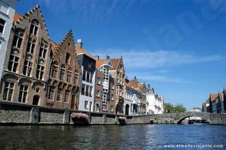 Tal como Veneza, Bruges deixa-se conhecer melhor através dos canais