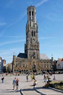 O Beffroi de Bruges tem mais de oitenta metros de altura