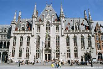 A praça central de Bruges, o Grote Markt