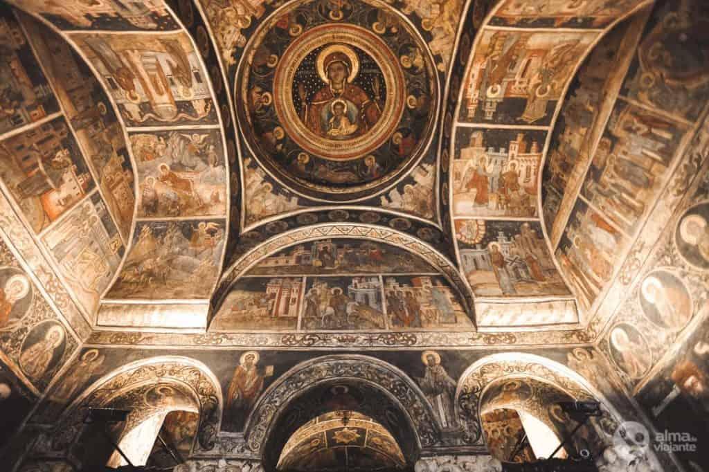 O que visitar em Bucareste: igreja Stavropoleos