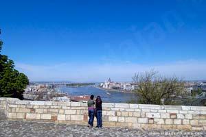 Turistas e o Palácio Real de Budapeste