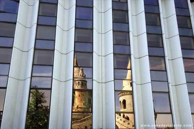 Edifícios históricos e modernidade convivem pacificamente em Budapeste